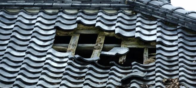 Zepsuty dach - ekspert podpowiada jak zapobiegać